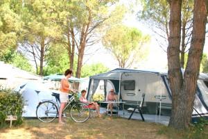 emplacements tente pas cher en camping roquebrune sur argens. Black Bedroom Furniture Sets. Home Design Ideas